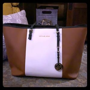 100% Authentic Michael Kors purse handbag